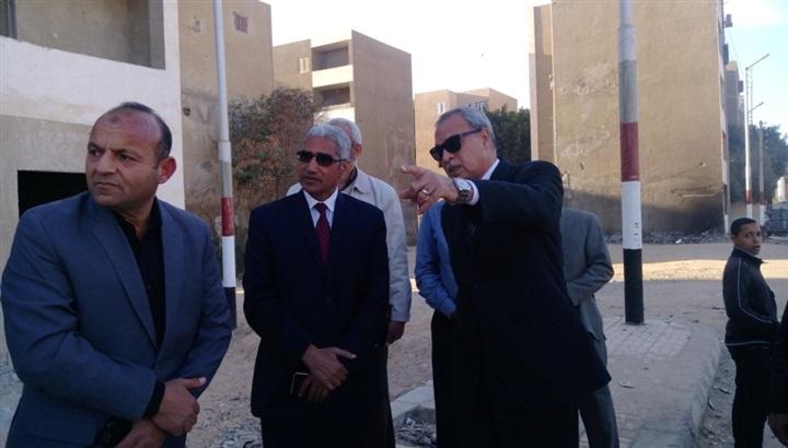 محافظ قنا ورئيس جامعة جنوب الوادي يفتتحان تطوير منطقة المساكن