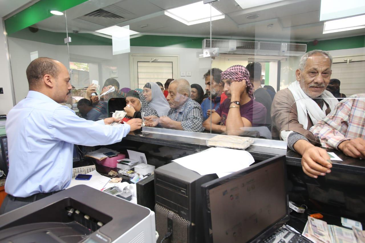 مكاتب البريد تشهد اقبالاً كبيراً على شراء كراسات شروط الاسكان الاجتماعي