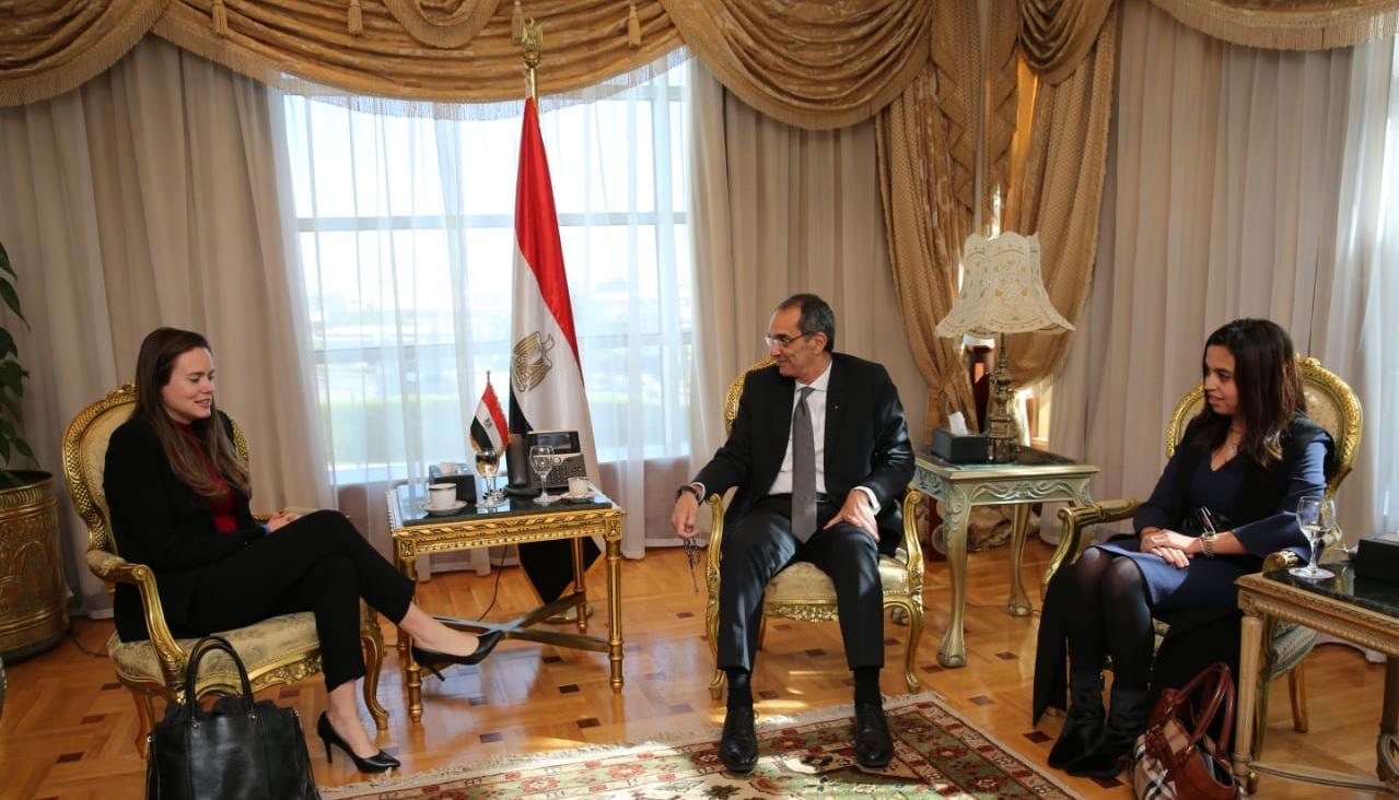 د/ عمرو طلعت وزير الاتصالات  يبحث مع مسئولي شركة