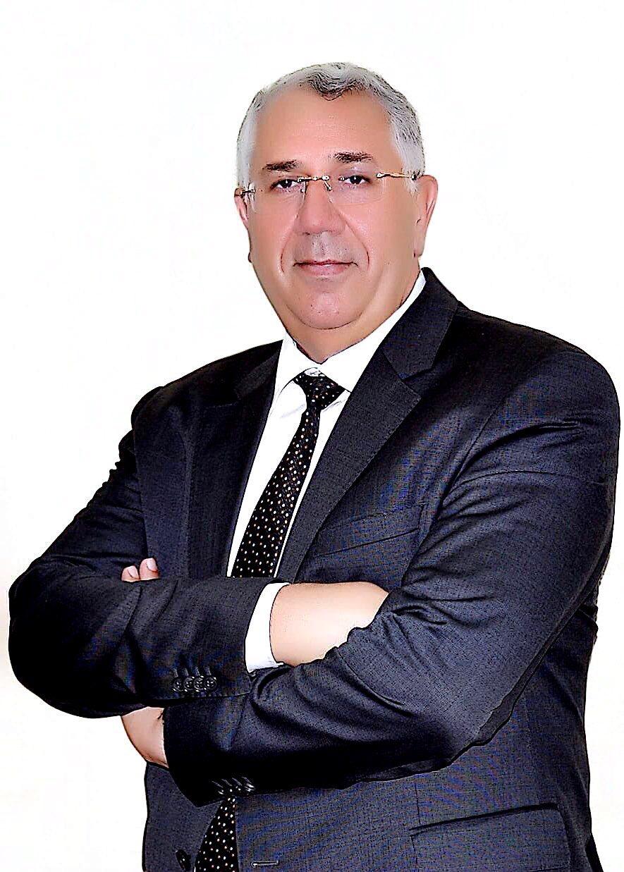 السيد القصير..أخصائي إعادة البنوك الخاسرة إلي الحياة