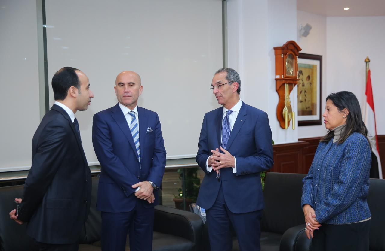 الدكتور/ عمرو طلعت وزير الاتصالات وتكنولوجيا المعلومات يلتقي رئيس شركة