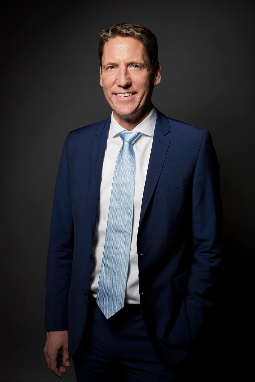 تقاعد مايكل ماجر المدير التنفيذي لقسم الموارد البشرية والتنظيم بعد خمسة عشر عاماً أمضاها في