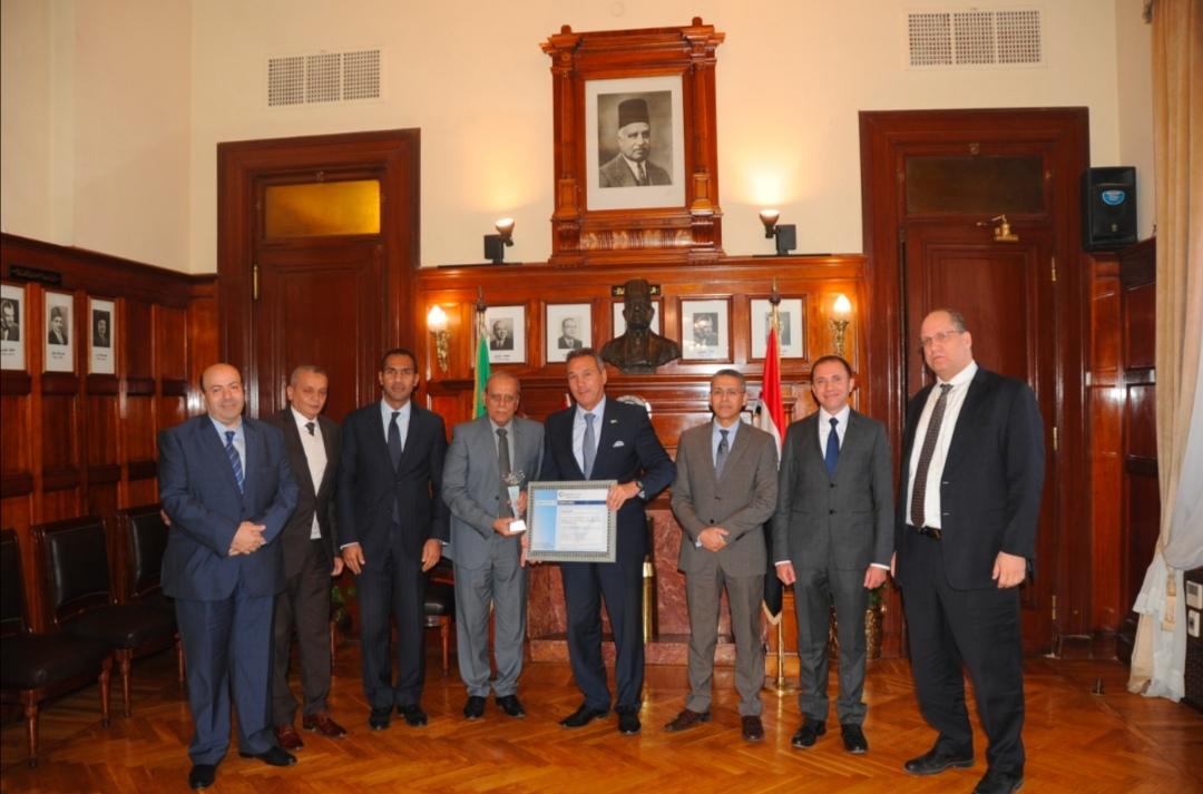 بنك مصر يحصل على شهادة التوافق مع المعايير العالمية لتأمين بطاقات الدفع بأحدث إصداراتها