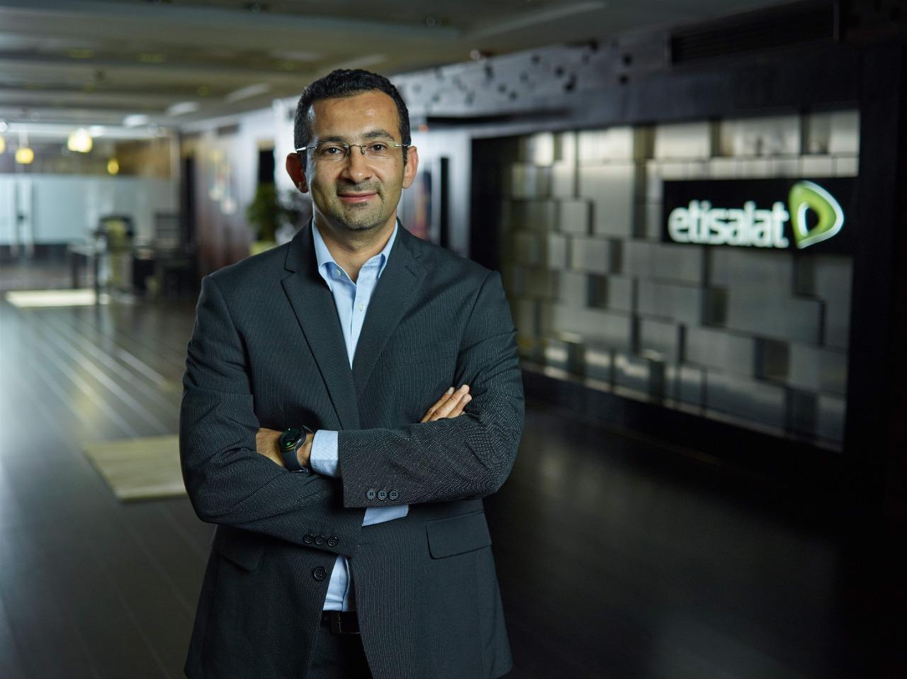 الرئيس التنفيذي للقطاع التجاري بشركة اتصالات مصر يكشف عن كواليس وتفاصيل