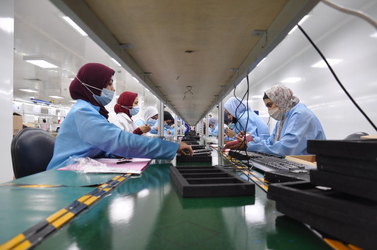 بالصور.. Infinix تعلن إنتاج أول دفعة من هواتفها في مصر