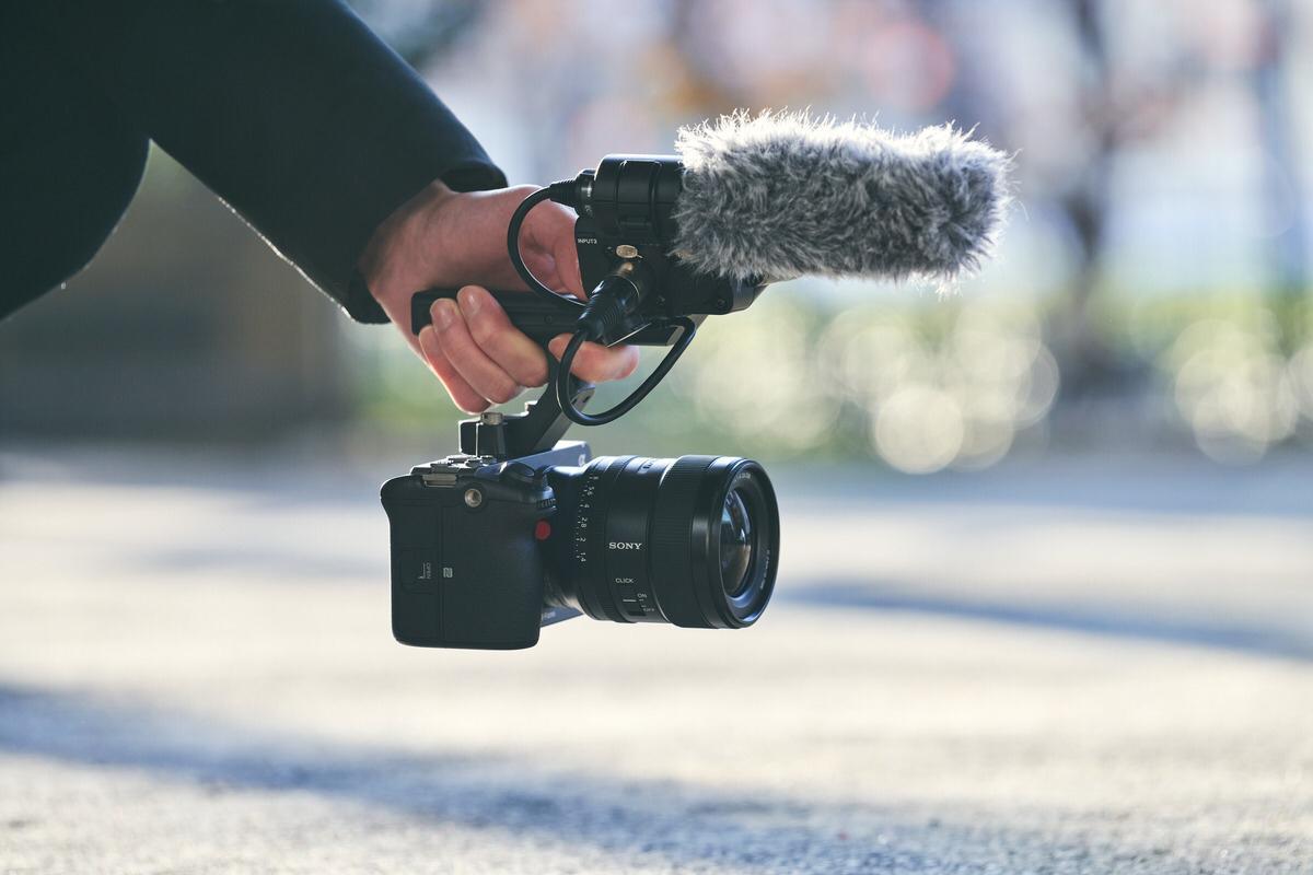 سوني تطلق كاميرا FX3 ذات الإطار الكامل مع المظهر السينمائي والقدرة التشغيلية المُحسّنة