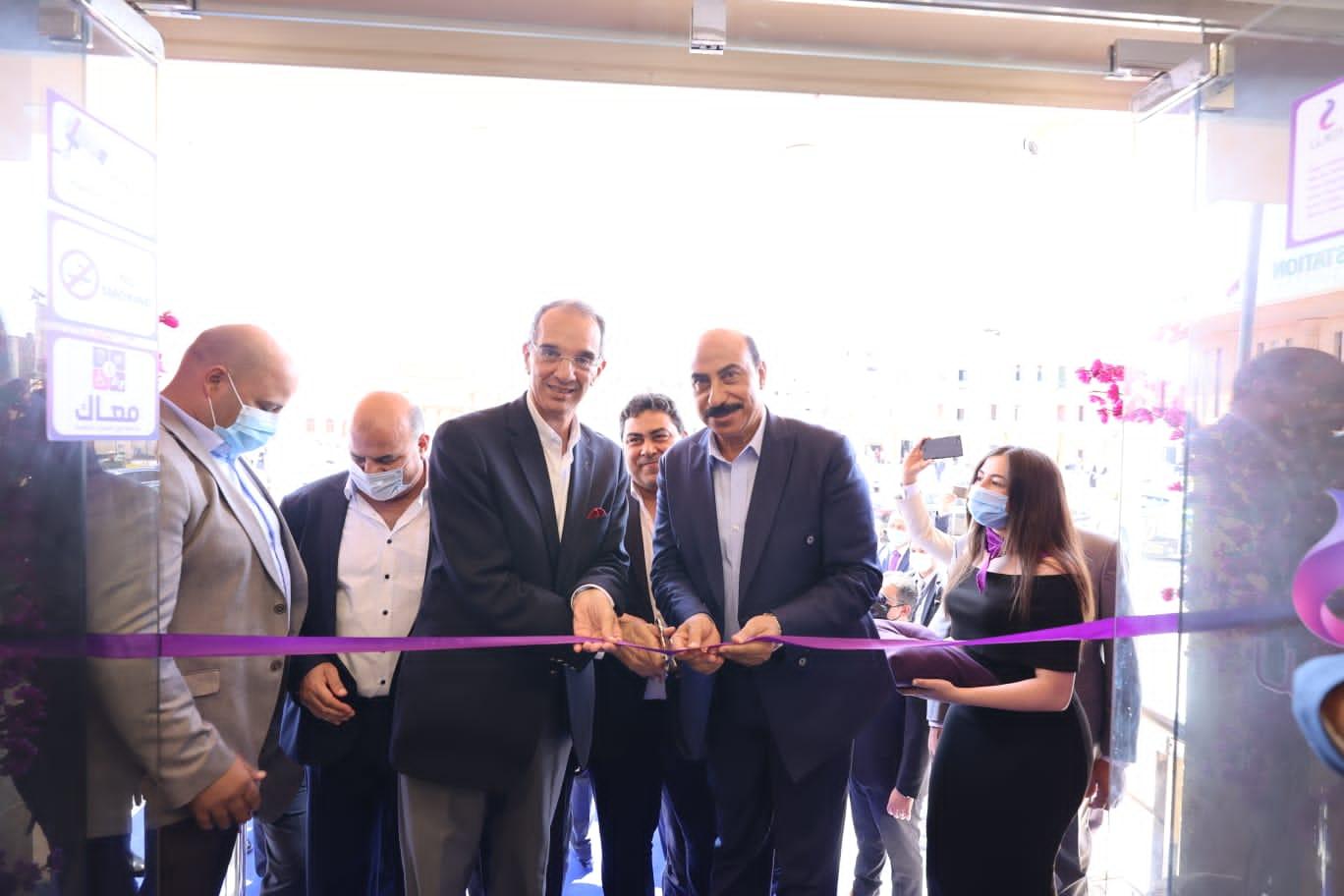 د/ عمرو طلعت  يفتتح مركز خدمة عملاء المصرية للاتصالات  ومكتب بريد المحمودية بإسوان