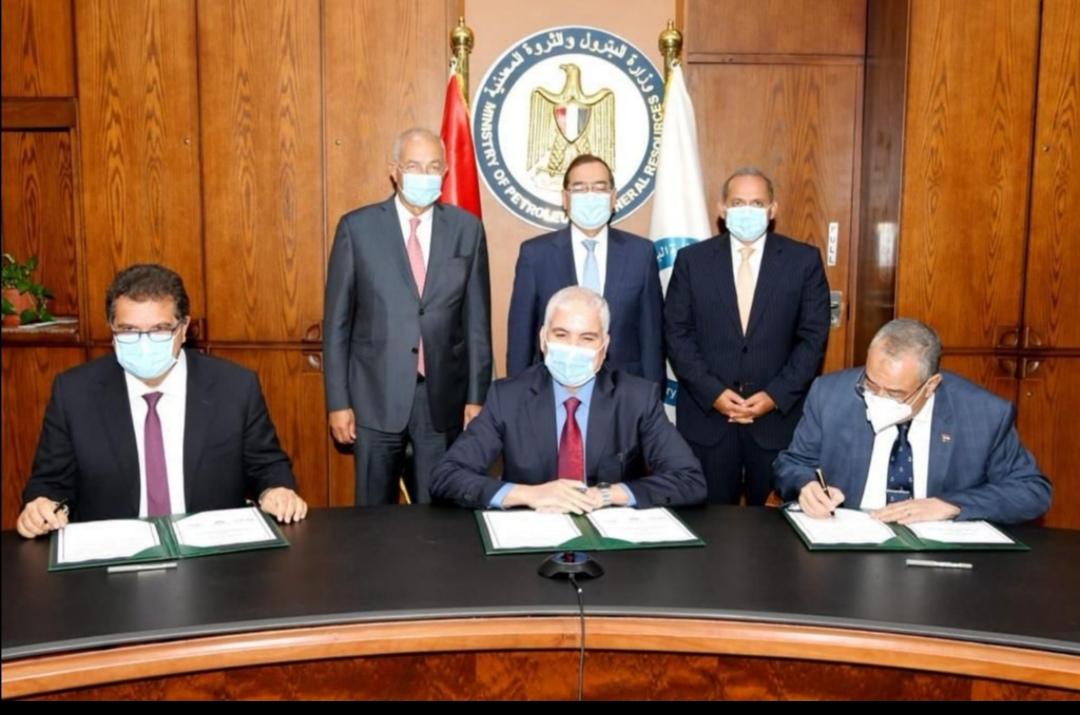 الأهلي كابيتال القابضة توقع اتفاقية المساهمين مع شركة أبو قير للأسمدة والصناعات الكيماوية وشركة حلوان للأسمدة